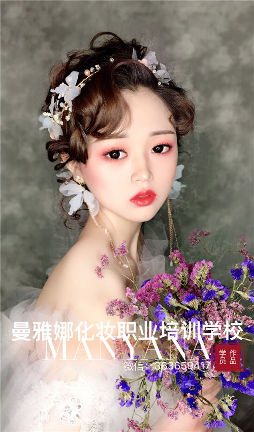 青岛化妆培训学校-新娘跟妆