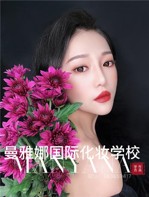 青岛最顶尖的彩妆培训学校之一,曼雅娜课堂作品